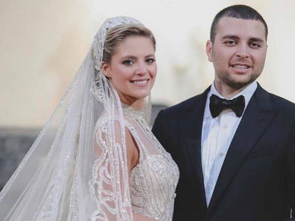 Foto: Elie Saab Jr. y Christina Mourad posan tras su boda. (Elie Saab World)