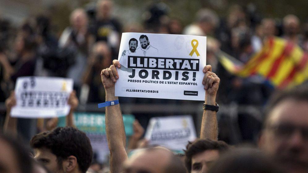 Foto: Manifestación de apoyo a 'los Jordis'. (EFE)