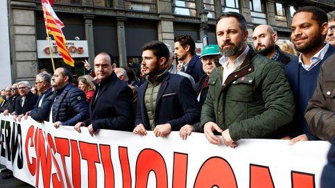 Los 'patriotas' y los 52: Vox prepara un dique de contención en la calle y en el Congreso