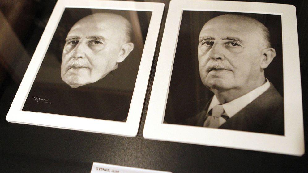 Foto: Instantáneas de Francisco Franco tomadas en el Palacio del Pardo en 1966 que forman parte de la exposición 'Gyenes. Maestro fotógrafo'. (EFE)