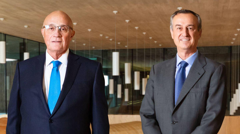 Josep Oliu, presidente de Banco Sabadell, (i) y César González-Bueno (d), CEO. (Sabadell)