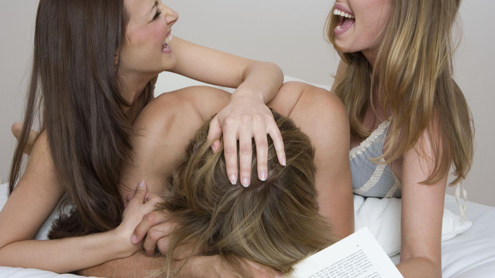 girl-playboy-mujeres-teniendo-sexo-guest