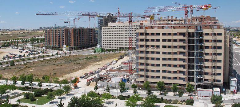 Foto: Varios bloques de vivienda de nueva construcción. (EFE)