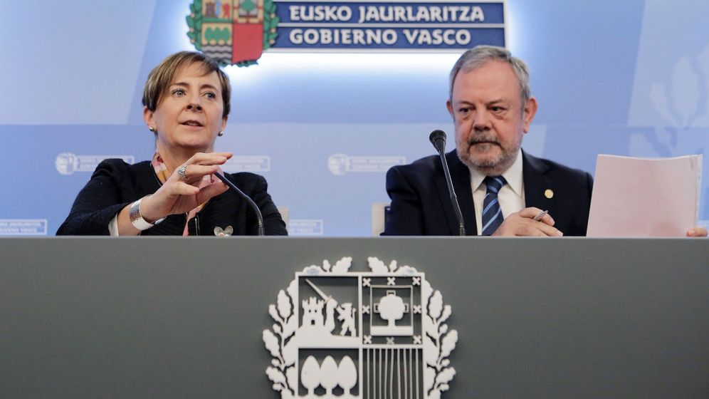 Foto: La consejera de Desarrollo Económico e Infraestructuras, Arantxa Tapia, y el consejero de Economía y Hacienda, Pedro Azpiazu. (EFE)