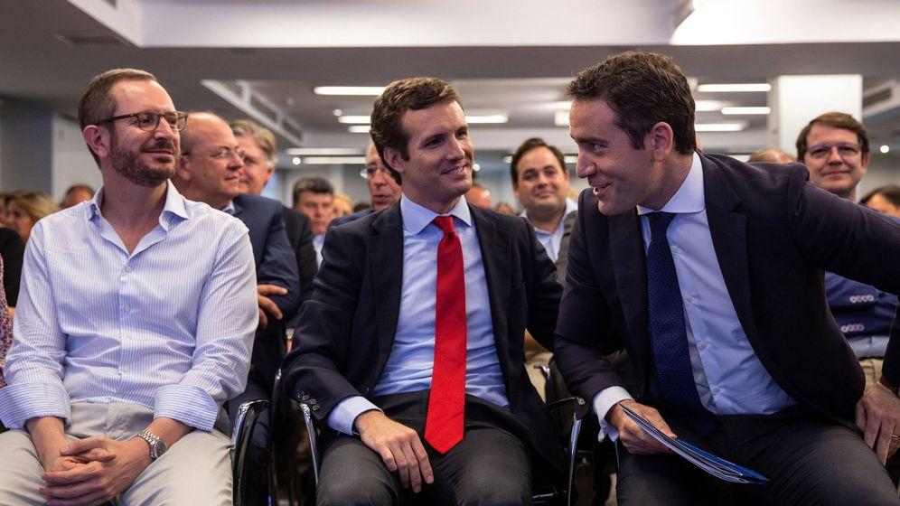 Foto: Javier Maroto, Pablo Casado y Teodoro García Egea, en la Ejecutiva del PP. (EFE)