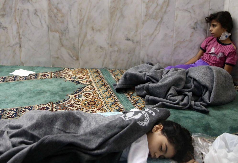 Foto: Dos niñas que sobrevivieron a un supuesto ataque químico contra Duma en agosto de 2013. (Reuters)