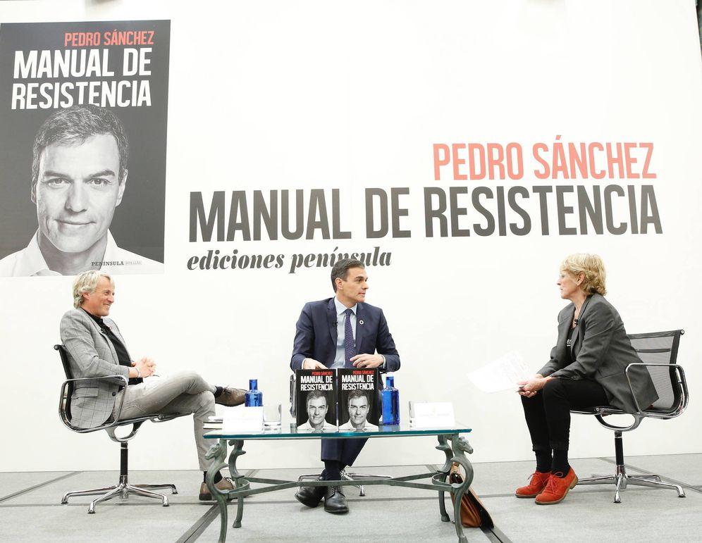 Foto: Pedro Sánchez, en la presentación de su libro, con Mercedes Milá y Jesús Calleja, este 21 de febrero en el hotel Intercontinental de Madrid. (Inma Mesa | PSOE)