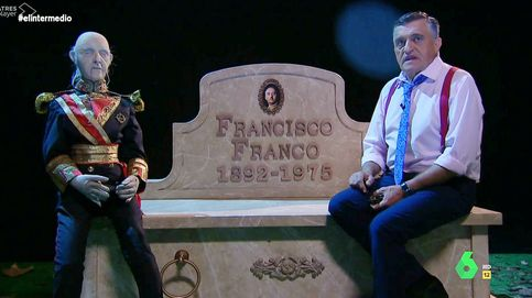 El Gran Wyoming ('El intermedio') presenta a Franco su nuevo lugar de descanso