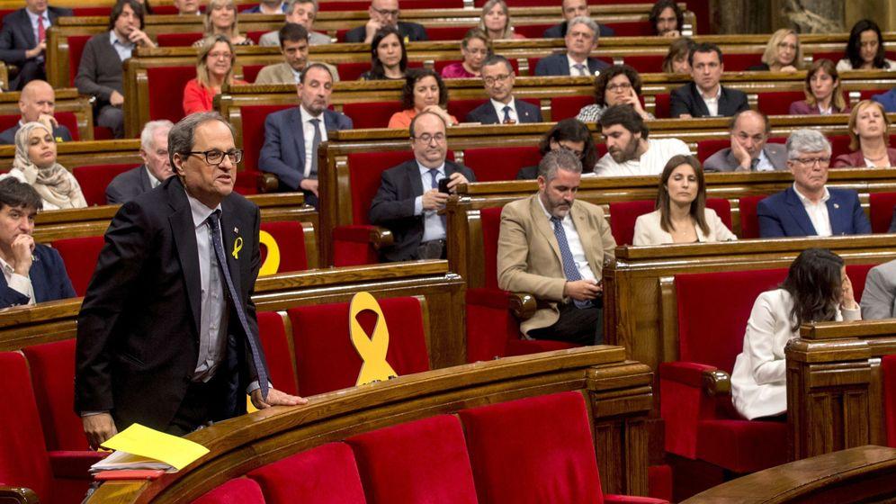 Foto: Quim Torra vota durante la primera sesión del debate de investidura en el Parlament. (EFE)