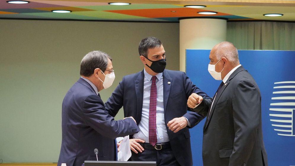 Foto: El presidente del Gobierno español, Pedro Sánchez (d), junto al presidente chipriota, Nicos Anastasiades (i), y el primer ministro de Bulgaria, Boiko Borisov. (EFE)