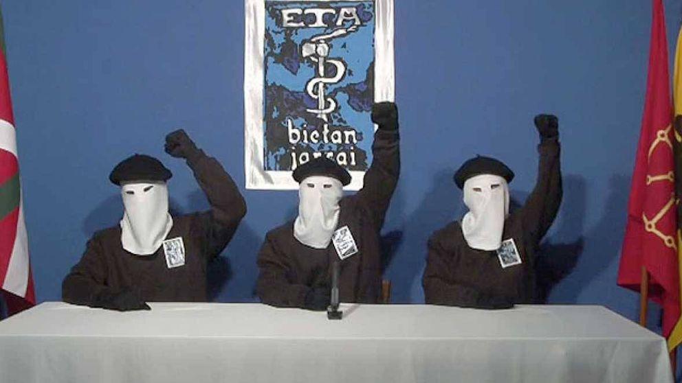 Francia entrega a España armas y documentación de ETA