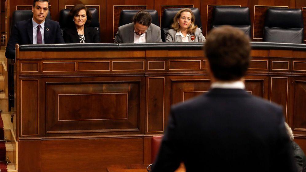 Foto: Pedro Sánchez, en el Congreso, junto a Carmen Calvo, Nadia Calviño y Pablo Iglesias. (EFE)
