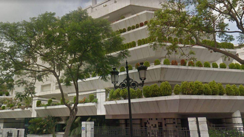 Fachada del edificio que acoge el ático de José Luis Sierra.