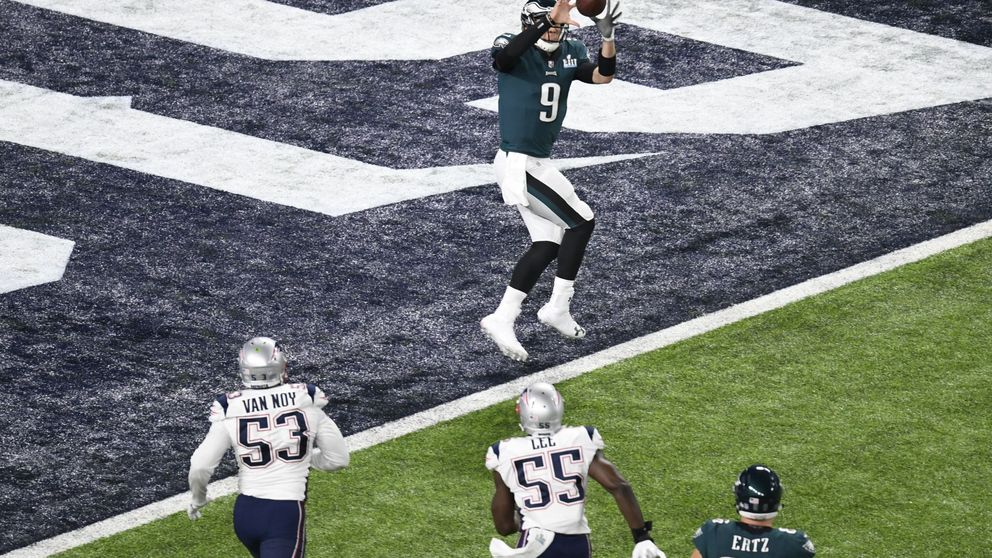 Foles, un héroe por accidente, da a los Eagles la Super Bowl contra los Patriots