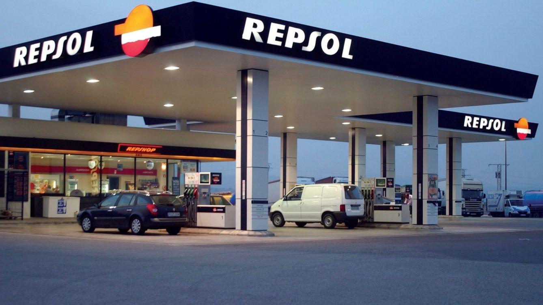 Repsol dispara los clientes de luz y gas ante otro retroceso de Naturgy, Endesa e Iberdrola