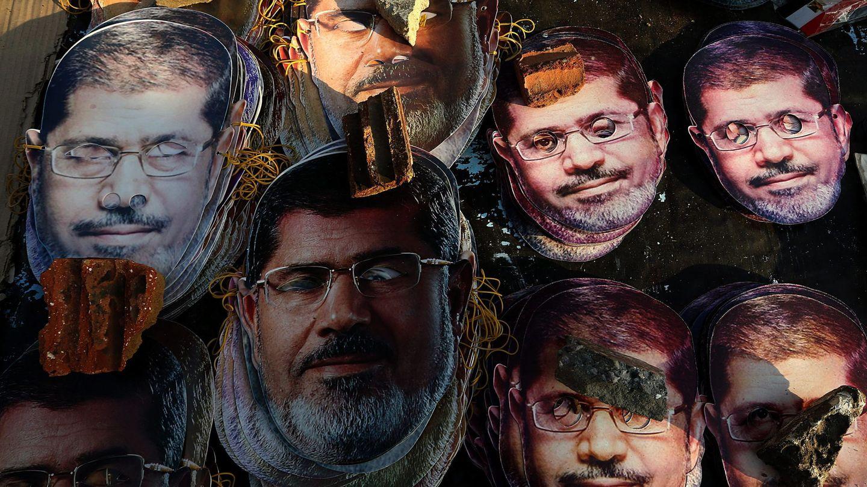 Máscaras de Mohamed Mursi durante una protesta a favor del exdirigente. (EFE)