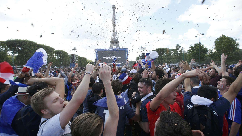 El Stade de France, un lujo de estadio que envidia la fan zone de la Torre Eiffel