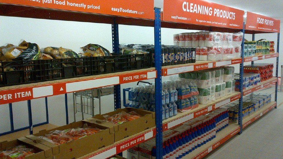 Llegan los supermercados 'low low cost': aspecto soviético y todo a 30 cent.