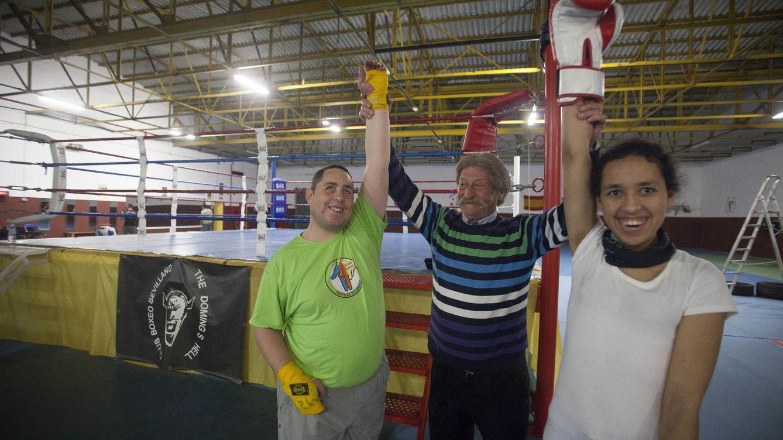 Foto: Ismael y Mariam, frente al ring de Antonio El Bigotes. (Fernando Ruso)