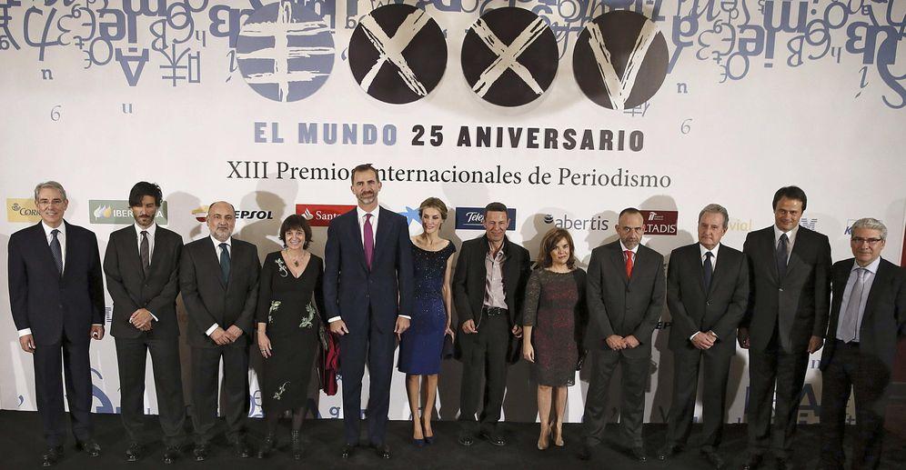 Foto: Los Reyes presidieron el XXV aniversario del diario 'El Mundo' en octubre de 2014, con García-Abadillo como director. (EFE)