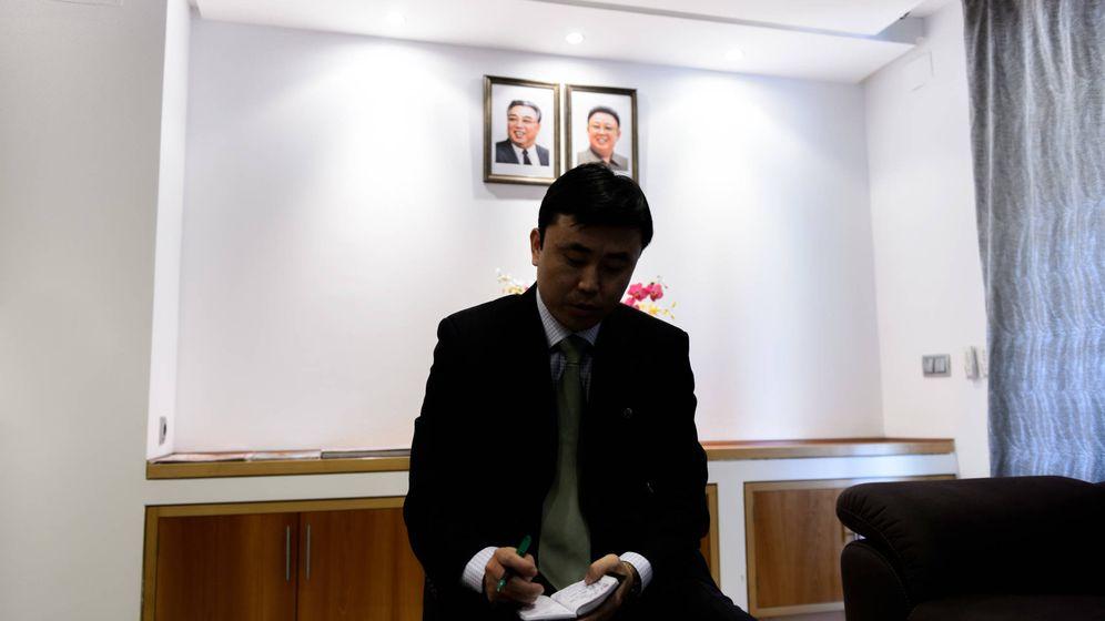 Foto: Interior de la embajada de Corea del Norte en Madrid. (D. Muñoz)