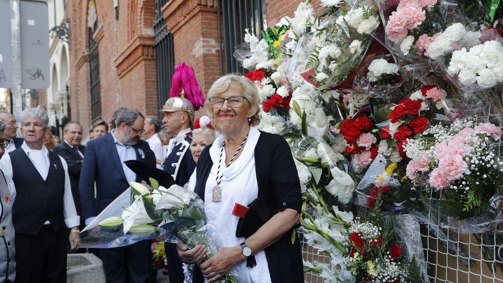 Carmena y Cifuentes: dos chulapas en las fiestas de la Paloma en Madrid