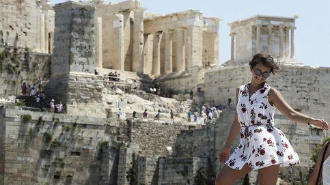 Siguen los trabajos en el incendio de Artés y ola de calor en Atenas: el día en fotos