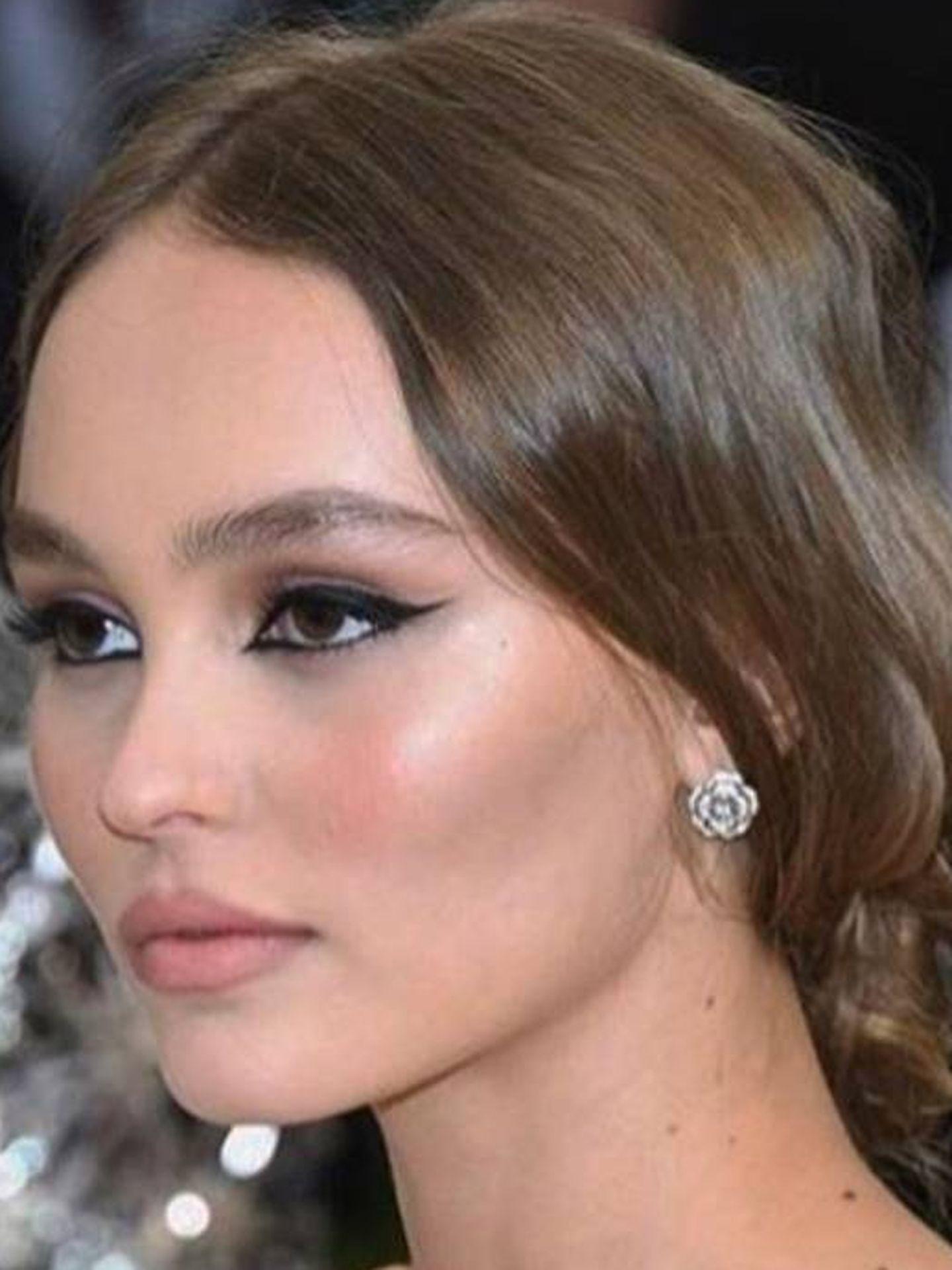 Lily-Rose Depp. La joven musa de Chanel sabe buscarle la vuelta misteriosa.