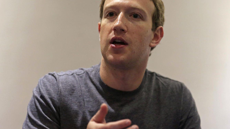 Foto: Zuckerberg casi alcanza su objetivo de leer 26 libros el año pasado: se quedó en 23. (Reuters/José Miguel Gómez)