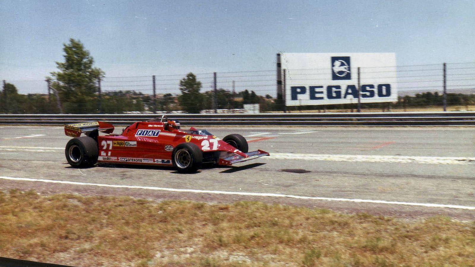 Foto: Villeneuve, en su Ferrari, sobre el asfalto del Jarama. (Jesús Rubio)