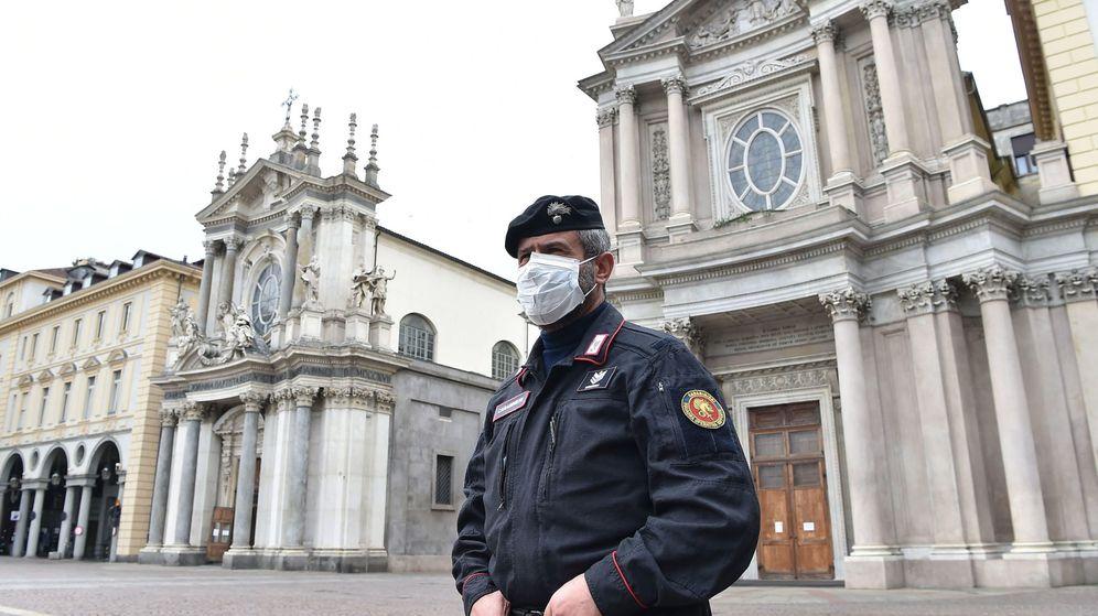 Foto: Un policía en Turín. (EFE)