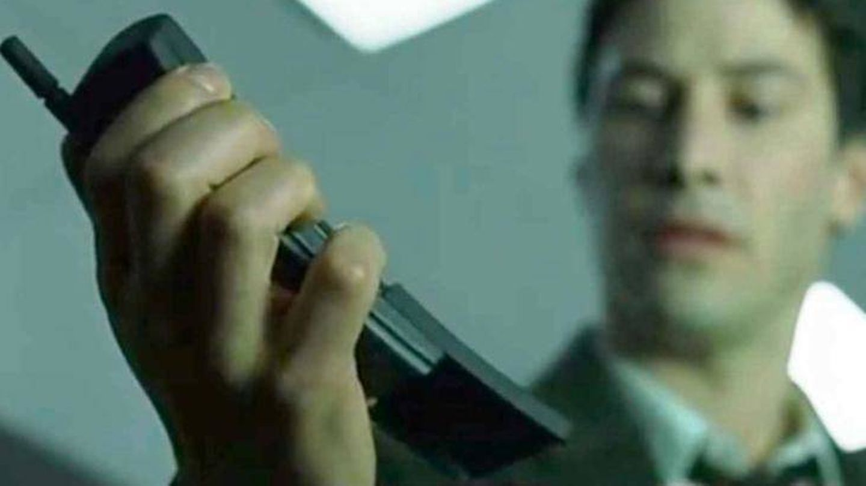 'Hola, soy Mark Zuckerberg, Keanu. ¿Quedamos a cenar?'