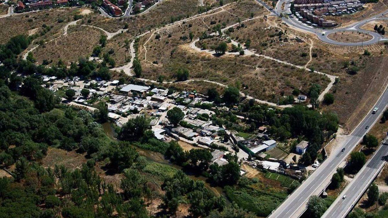 Cifuentes 'amnistía' 783 edificaciones ilegales si tienen luz, agua y accesos