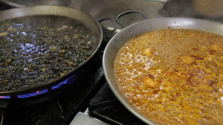 Qué debes hacer con el arroz antes de cocinarlo para que sepa mejor