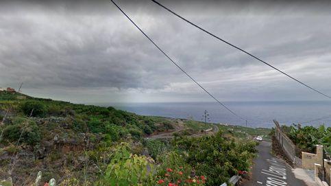 Tres personas mueren tras caer su coche 30 metros por un barranco en La Palma