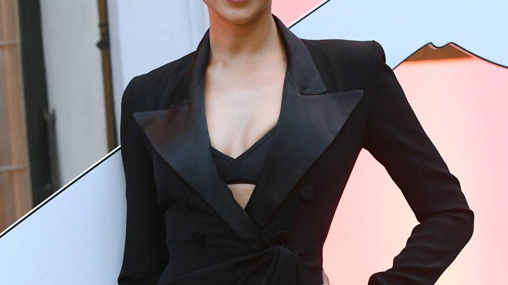 Irina Shayk luce su look masculino más sexy en un fiestón en París