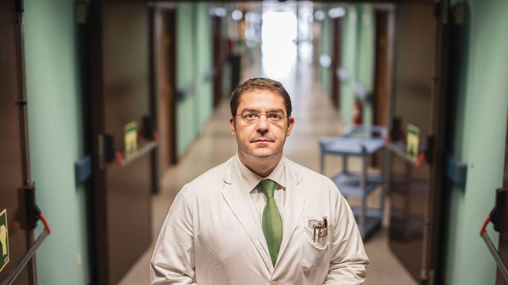 Foto: Fernando Fernández Bueno, cirujano oncológico del Hospital Gómez Ulla y miembro de la Plataforma por la Reducción del Daño por Tabaquismo. (Foto: Jorge Álvaro Manzano)
