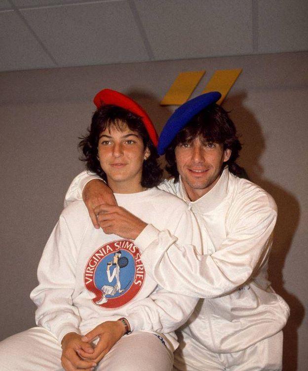 Foto: Arantxa y su hermano Javier en una fotografía de los años 80. (Getty)