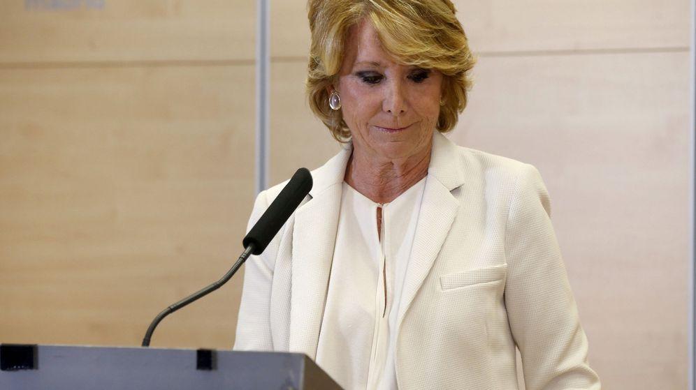 Foto: Esperanza Aguirre tras anunciar su dimisión. (EFE)