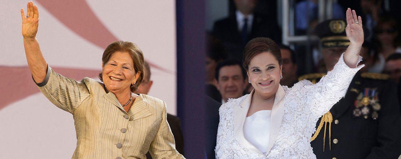 Foto: La primera dama de El Salvador, Margarita Villalta, junto a su homóloga hondureña, Ana García de Hernández (Vanitatis)