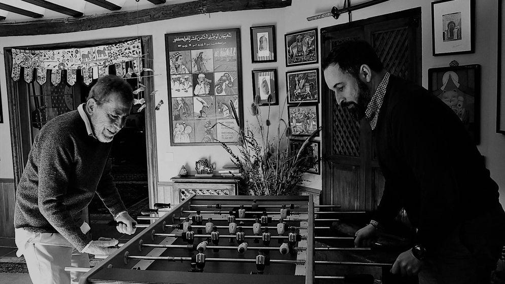 Foto: Dragó, con Abascal, durante el fin de semana que ambos pasaron juntos para escribir el libro. (Planeta)