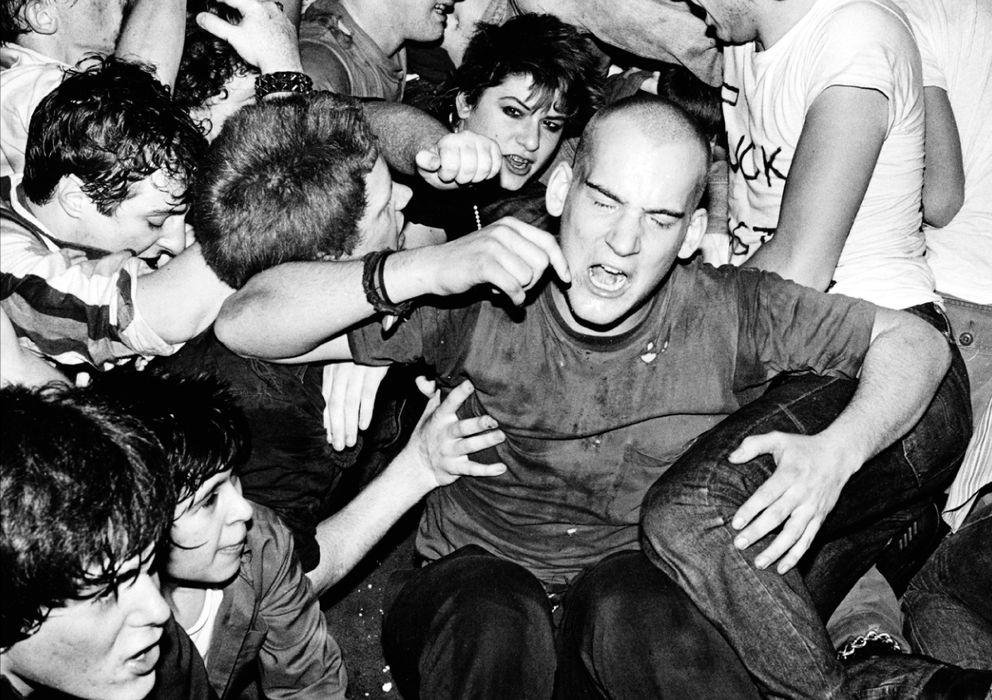 Foto: Ian MacKaye, cantante de Minor Threat durante un concierto