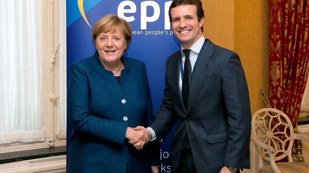 Foto: Angela Merkel y Pablo Casado. (EFE)