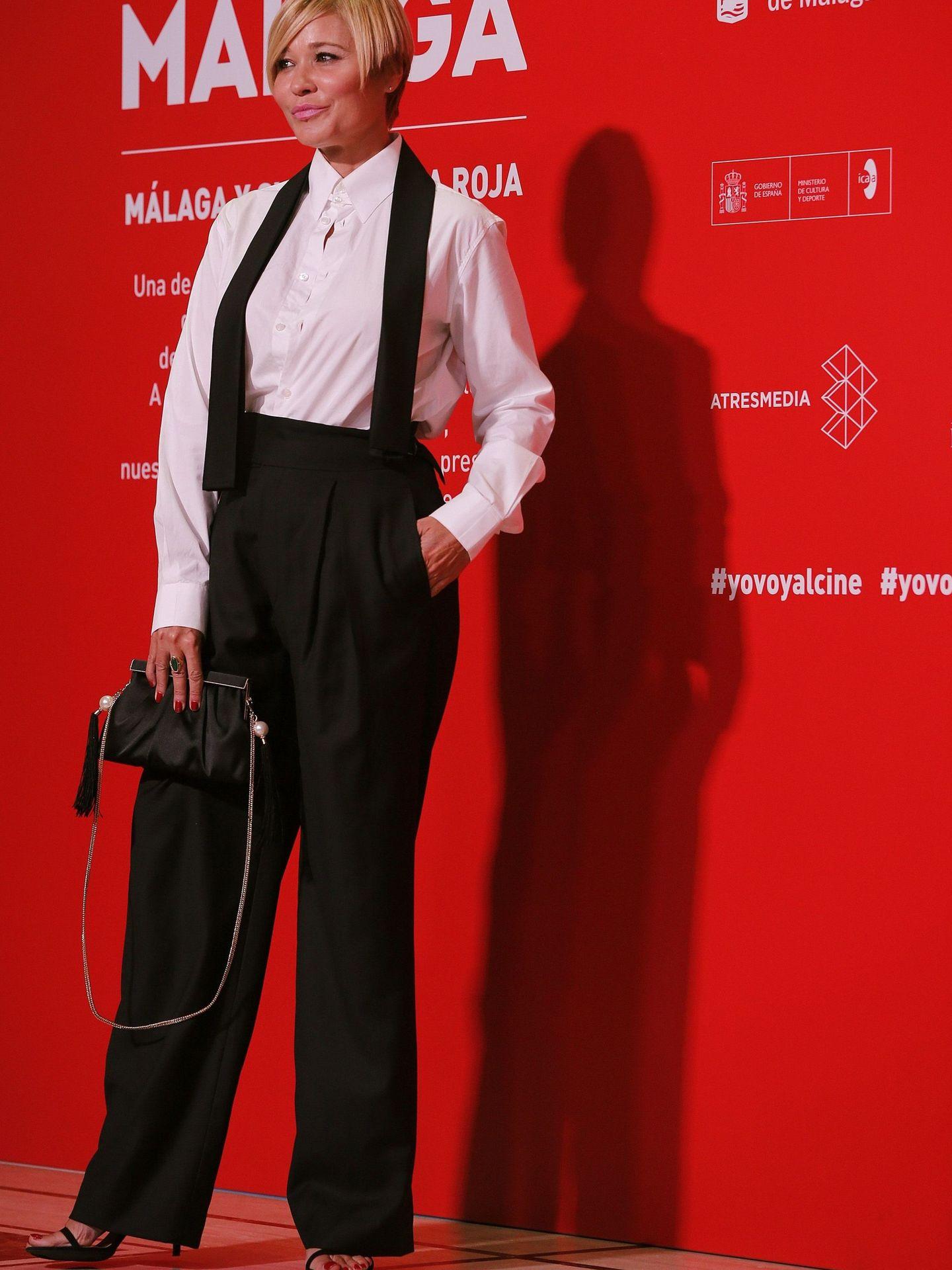 GRAF4122. MÁLAGA, 21 08 2020.- La presentadora Carla Hidalgo posa a su llegada a la gala inaugural de la vigésimo tercera edición del Festival de Cine en Español, hoy viernes en Málaga. EFE Jorge Zapata