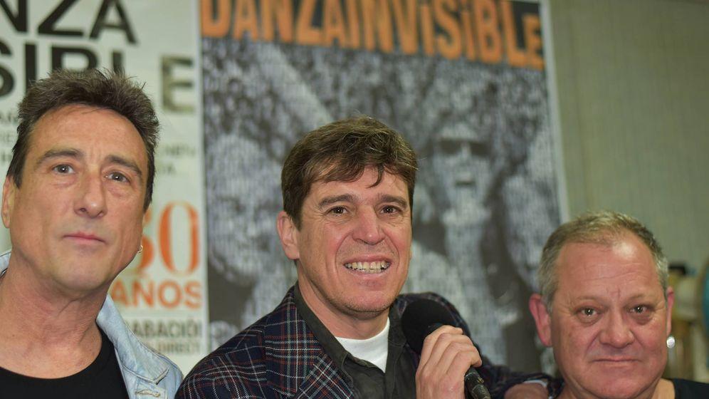 Foto: Chris Navas, Javier Ojeda y Manolo Rubio, del grupo Danza Invisible, el pasado martes en su local de ensayo de Torremolinos (Agustín Rivera).