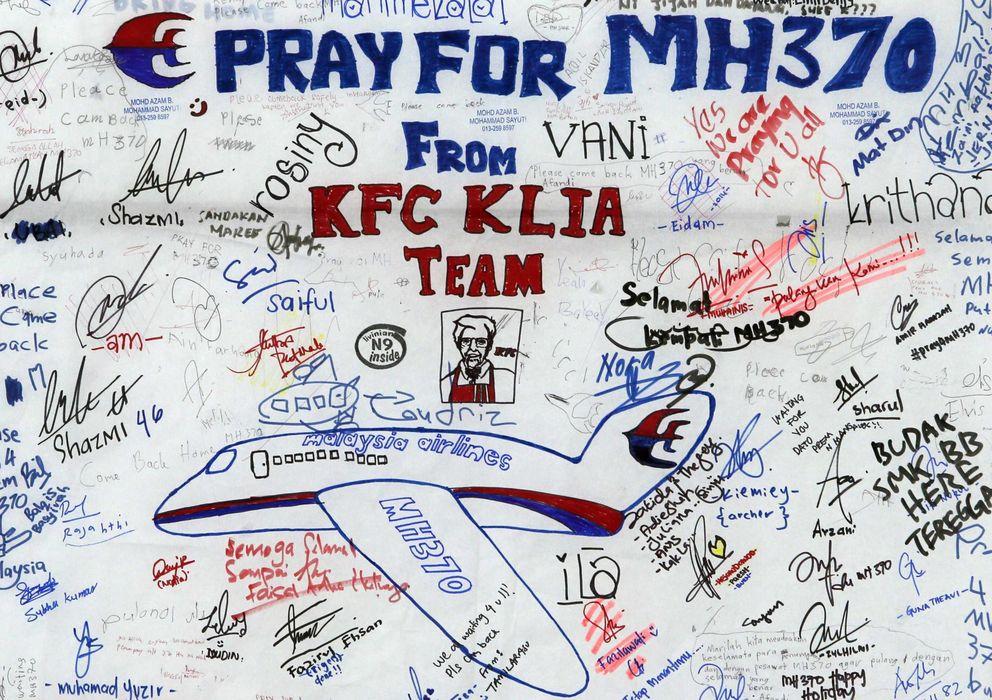 Foto: Pintadas en homenaje a los desaparecidos en el vuelo MH370 (Reuters)
