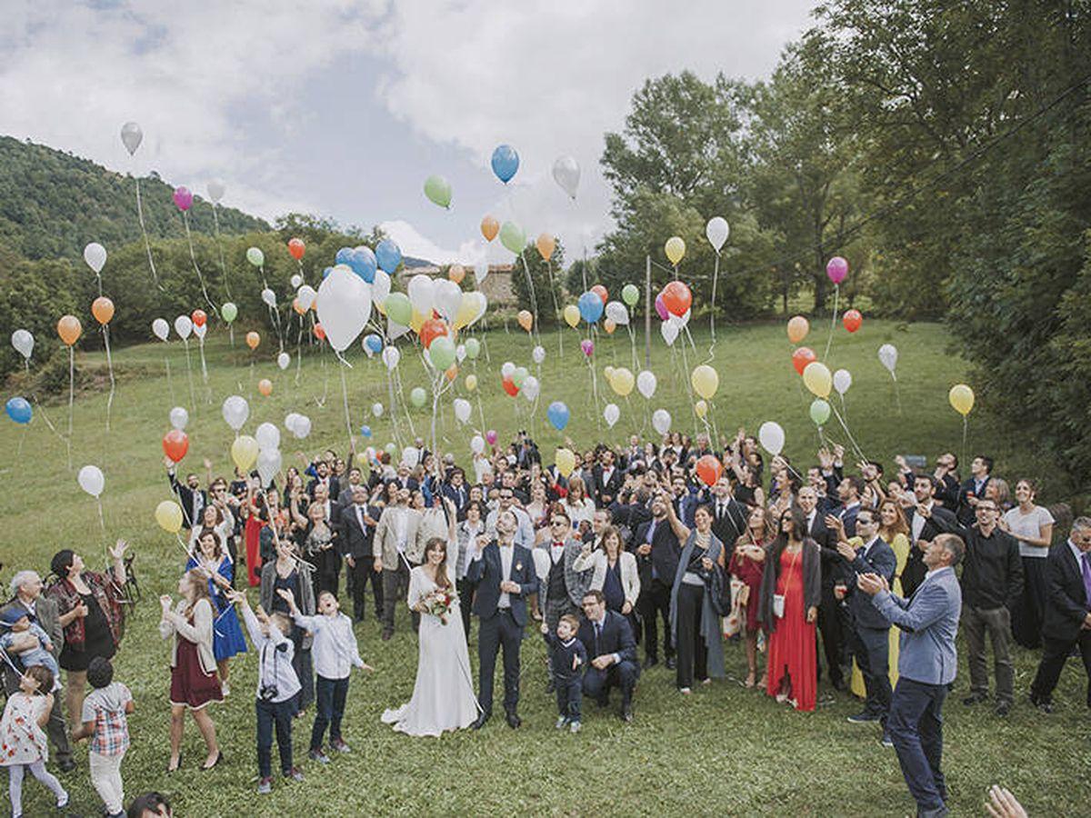Foto: Suelta de globos en una boda. (Fotografía @SayCute)