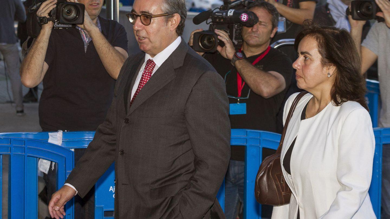 Diego Torres, exsocio de Iñaki Urdangarin, y su mujer, Ana María Tejeiro, a su llegada al juicio por el caso Nóos. (EFE)