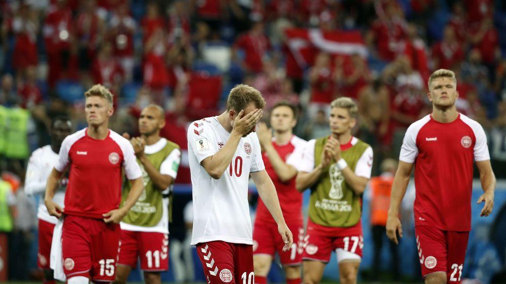 Foto: Jugadores de Dinamarca se lamentan tras su eliminación del Mundial (Reuters)