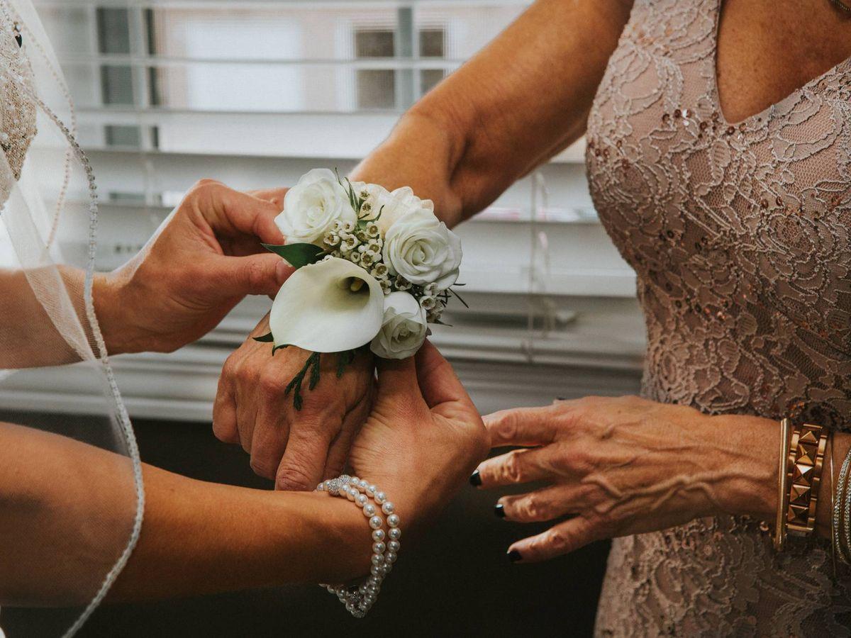 Foto: Novia y madrina de boda. (Fotografía de Hermes Rivera para Unsplash)